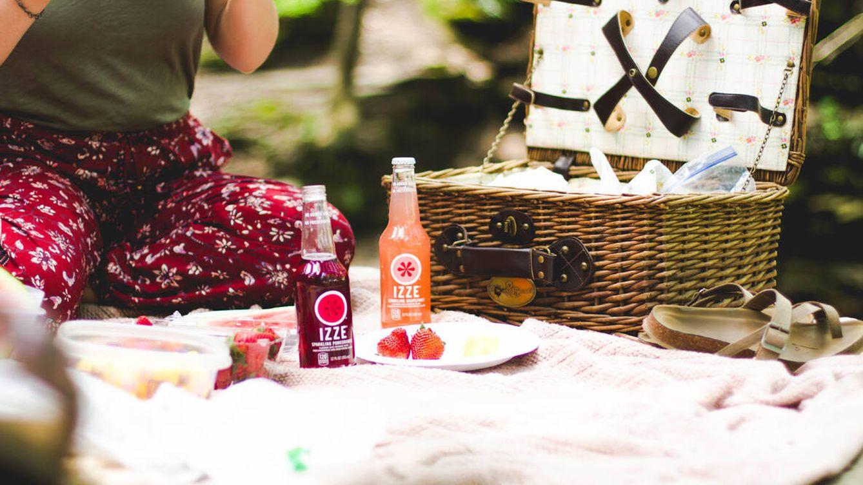 La manta para picnic ideal para el aire libre está en Amazon