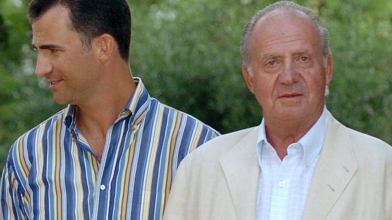 Don Juan Carlos y el entonces príncipe Felipe en una imagen de archivo. (EFE)