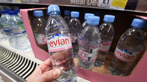 Abrir una bolsa de patatas o una botella de agua también genera microplásticos