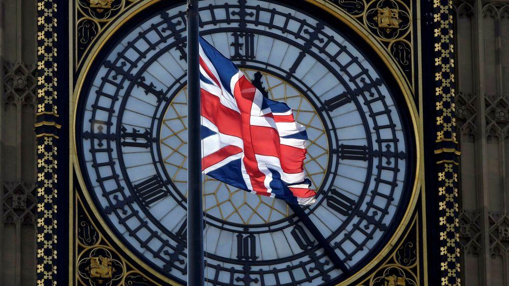 Foto: La bandera de Reino Unido sobre la esfera del Big Ben (Reuters)