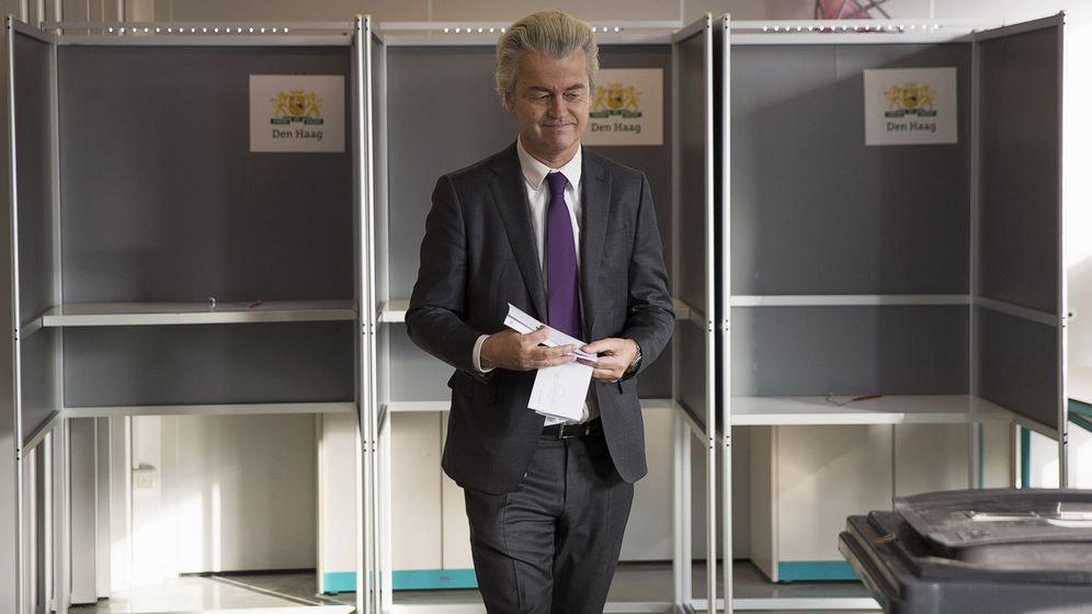 Foto: Geert Wilders vota durante un referéndum consultivo en La Haya, en abril de 2016 (Reuters)