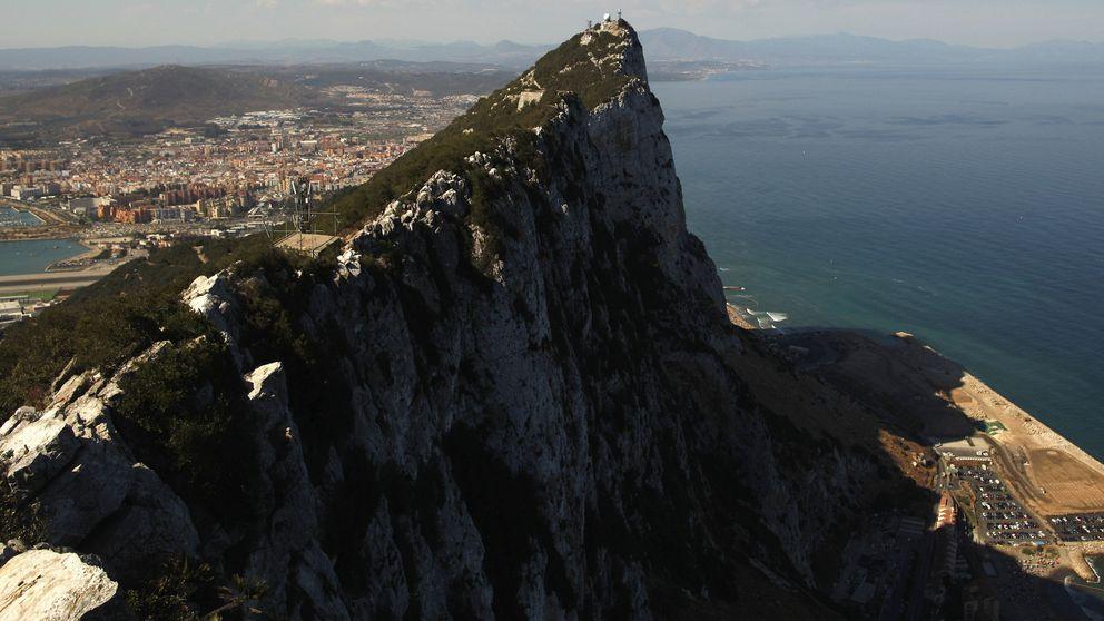 "Exteriores considera ""inadmisible"" que Gibraltar tire al mar más rocas"