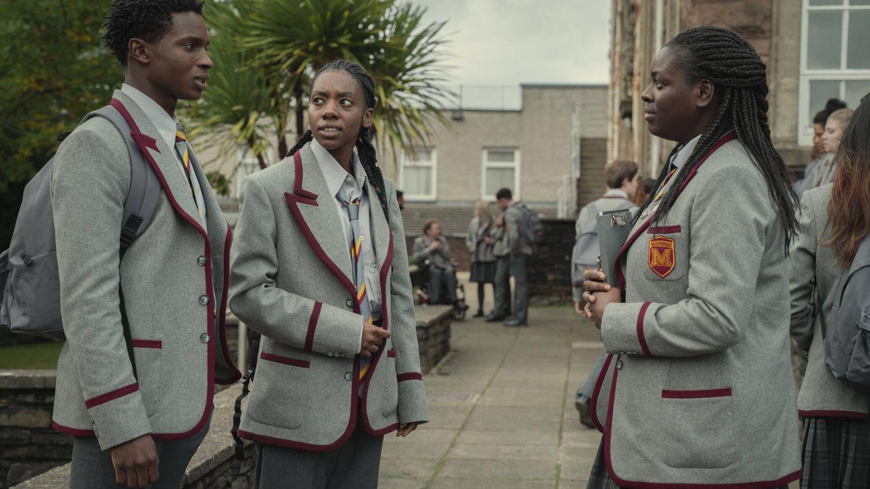 Duah Saleh junto a Kedar Williams Stirling y Chinenye Ezeudu. (Netflix)