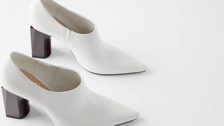 Zapatos de tacón geométrico. (Cortesía)