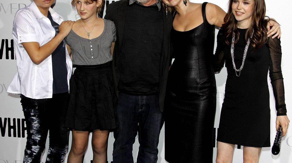 Foto: Steven Spielberg (c) posa junto a dos de sus hijos, Mikaela George (i) y Destry Allyn (2-i), a la actriz estadounidense Drew Barrymore (2-d) y a la actriz canadiense Ellen Page (d). Foto: Efe
