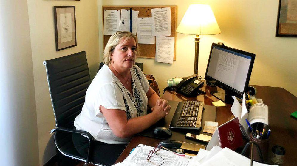 Foto: Celia Cánovas Essard, en el despacho de su bufete. (Á. Villarino)