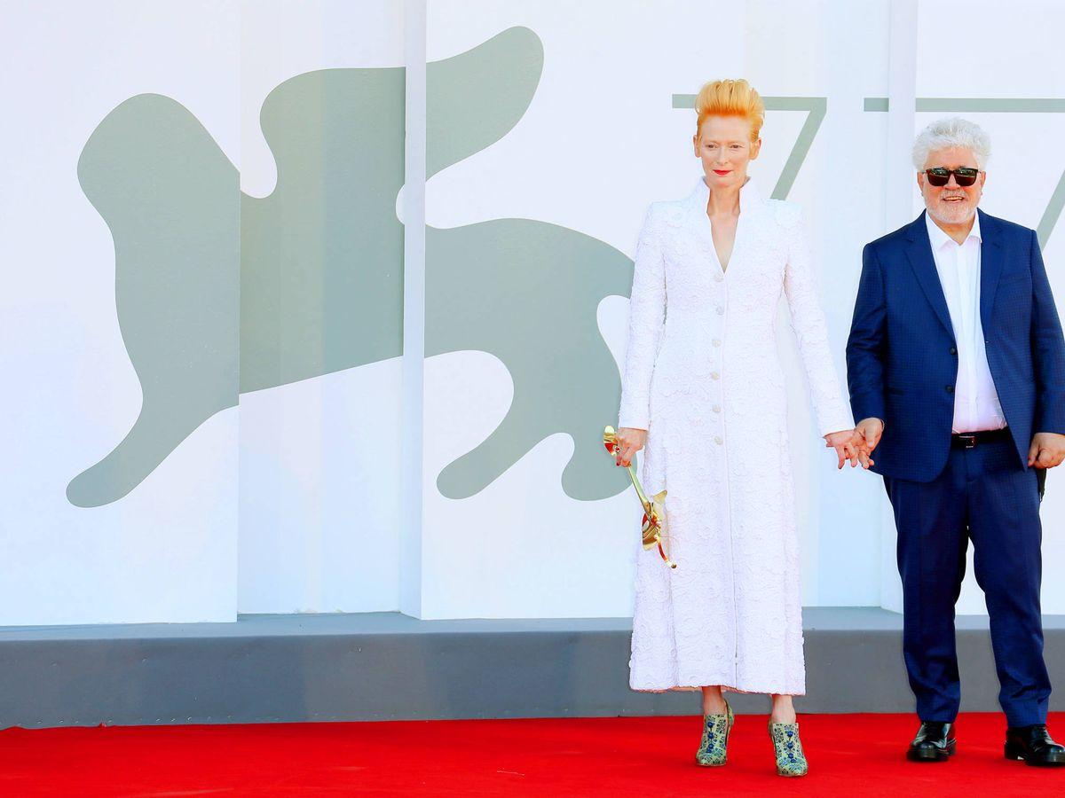Foto: Pedro Almodóvar y Tilda Swinton, en Venecia. (Getty)