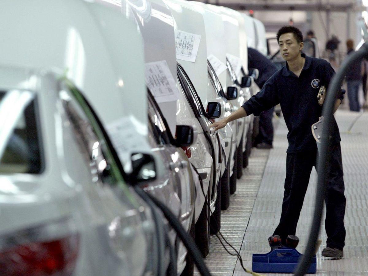 Foto: Una fábrica de automóviles en China. (EFE)