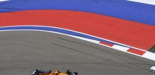 Post de Libres 1: accidente de Carlos Sainz y una hora perdida en una complicada sesión en Rusia