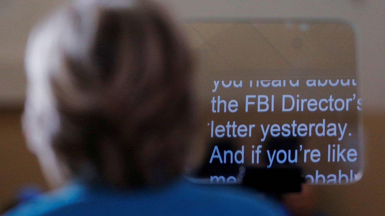 Hillary Clinton habla de la investigación del FBI sobre sus correos electrónicos durante un mitin en Daytona Beach, EEUU. (Reuters)