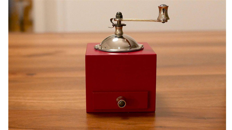 Foto: Edición en rojo granate de su histórico molinillo de especias Rœllinger