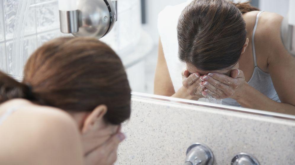 Foto: Olvídate de las manos para lavarte la cara. (Corbis)