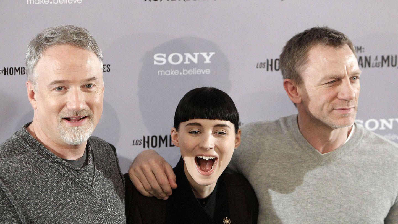 David Fincher (i), director de 'Los hombres que no amaban a las mujeres', junto a Rooney Mara y Daniel Craig (d). (EFE)