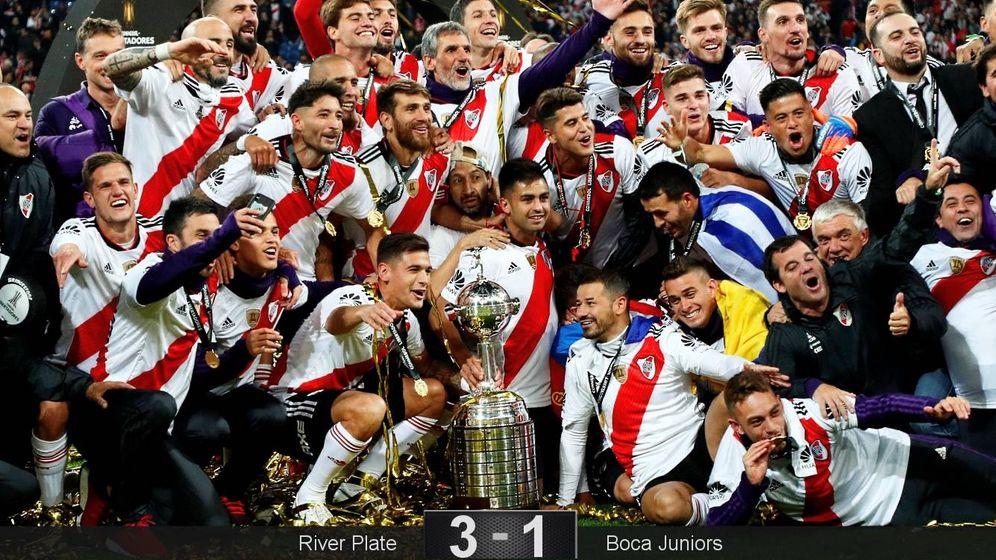 Foto: Los jugadores del River Plate, con la Copa Libertadores.