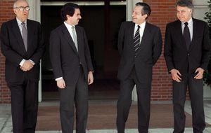 Del obstáculo de la mayoría natural de Fraga a la absorción por el PP de Aznar