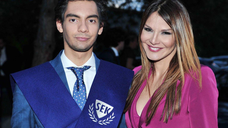 Ivonne Reyes con su hijo Alejandro Reyes. (CordonPress)