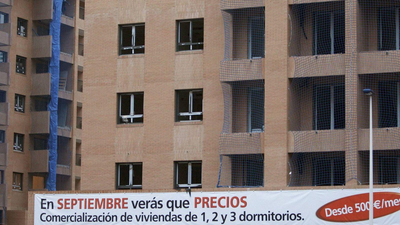 Foto:  Vista de unos edificios de viviendas ofertados. (EFE)