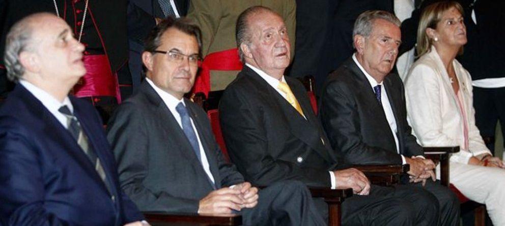 El rey y el conde de Godó escenifican su 'reconciliación' en Barcelona