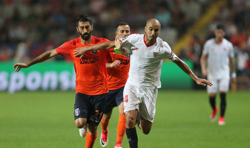 Foto: En la imagen, Pizarro durante el Istanbul Basaksehir-Sevilla. (Reuters)