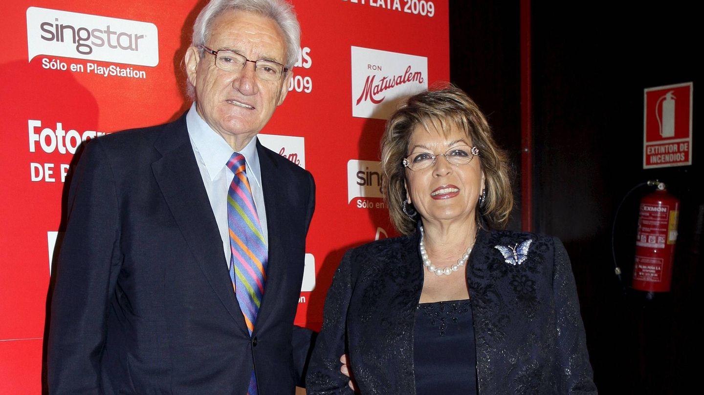 Luis del Olmo, junto a su mujer Merche. (EFE)