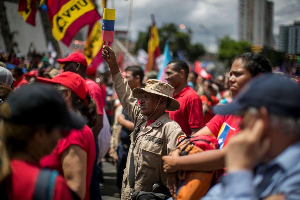 Foto: Simpatizantes del chavismo participan en una marcha que conmemora los 30 años del 'caracazo' este miércoles, en Caracas. (EFE)