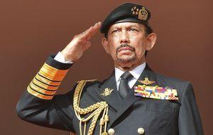 Un admirador de Contador soporta el peso de Brunei y un gran sultán