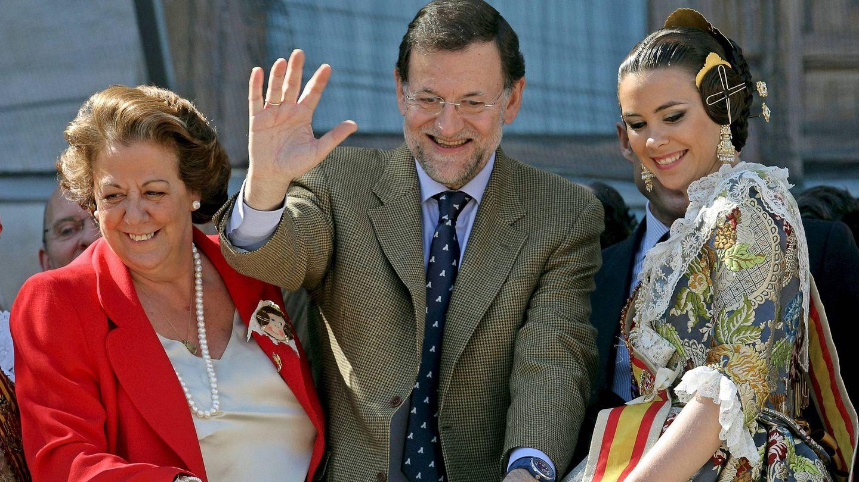 Barberá y Rajoy, en las Fallas de 2011. (EFE)