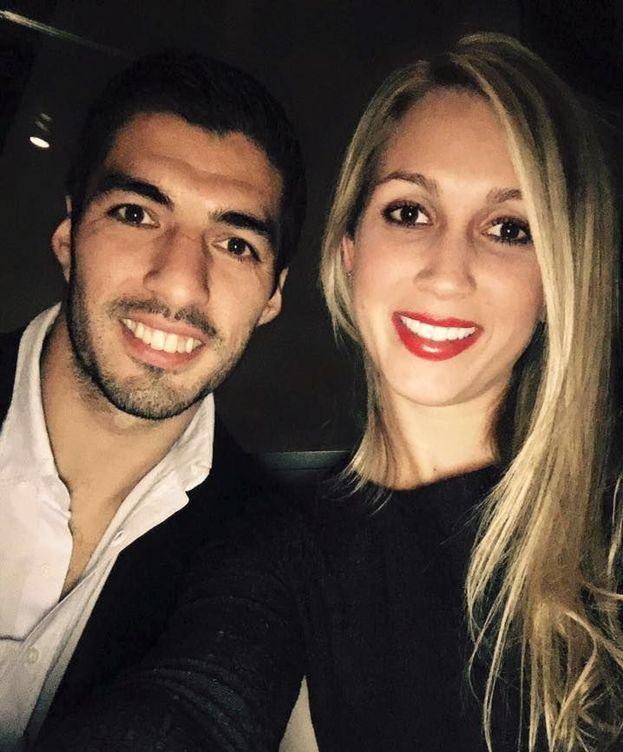 Foto: Luis Suárez y su pareja en una imagen de Facebook