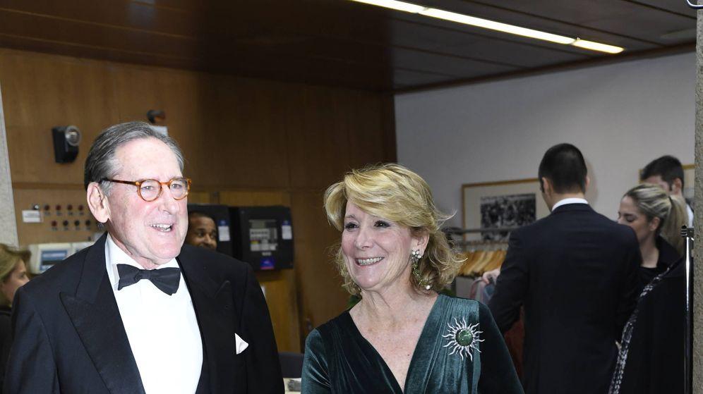 Foto: Esperanza Aguirre, a su llegada a los Premios Mariano de Cavia. (Limited Pictures)