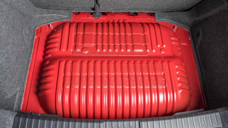 Depósito de gas natural en el maletero.