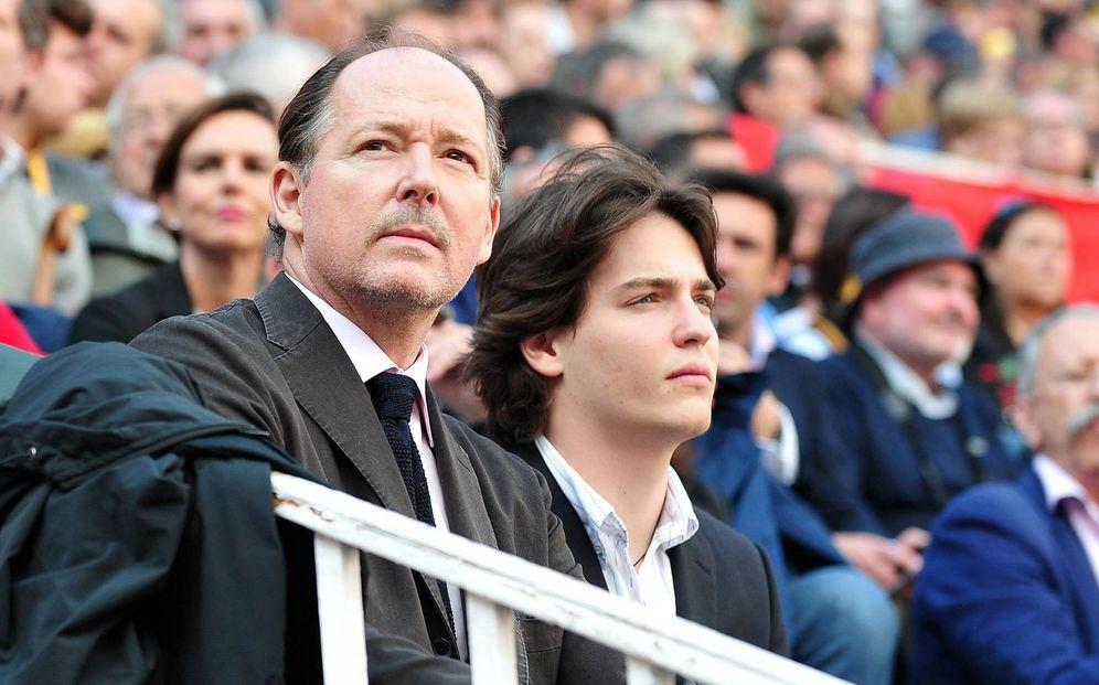 Foto: El príncipe Konstantin y su hijo Umberto, en la plaza de toros de Las Ventas. (Cordon Press)