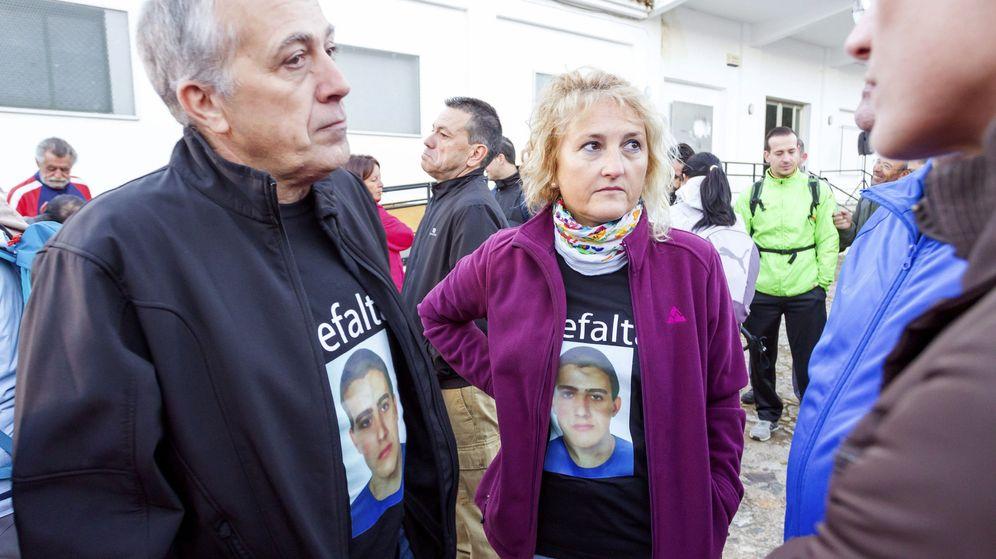 Foto: Los padres de Paco Molina, Isidro (i) y Rosa (2i). (EFE)