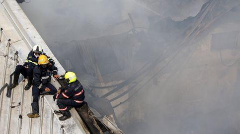 Incendio en un almacén en Bombay y Salón del Automóvil de Ginebra: el día en fotos