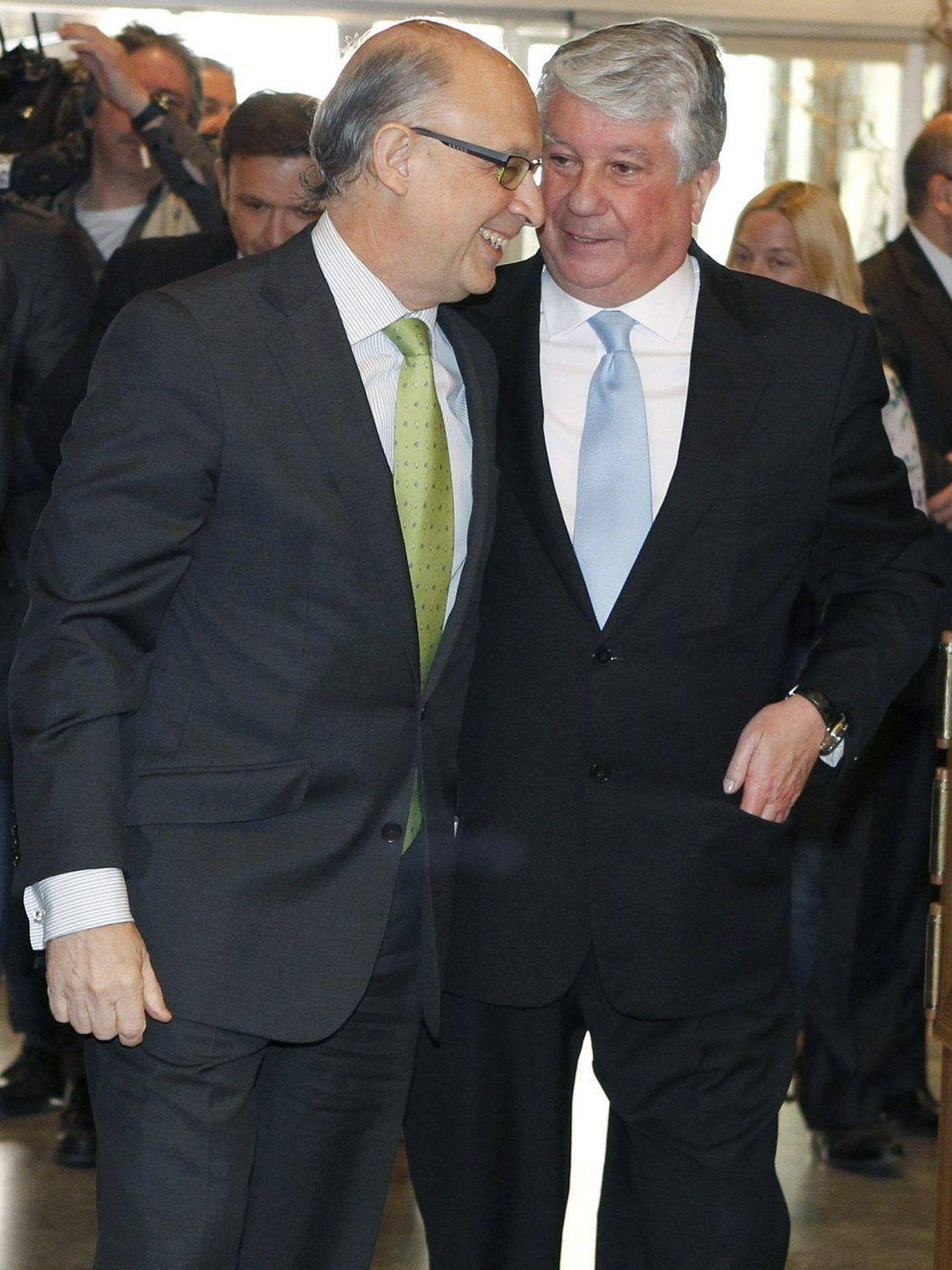 Cristóbal Montoro y Arturo Fernández (EFE).
