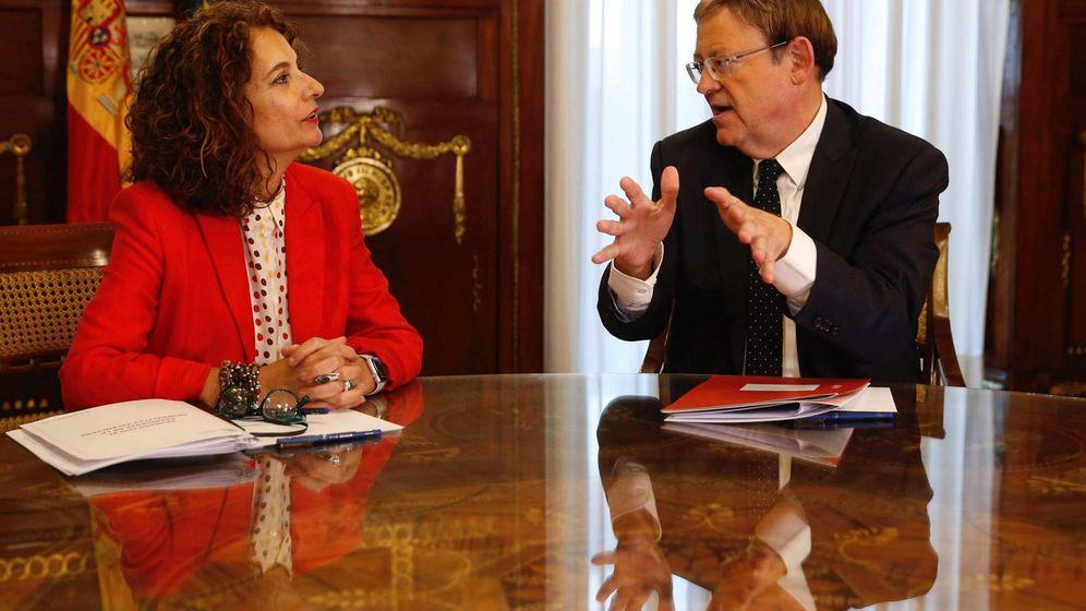 Foto: María Jesús Montero y Ximo Puig, reunidos en el Ministerio de Hacienda. (EFE)