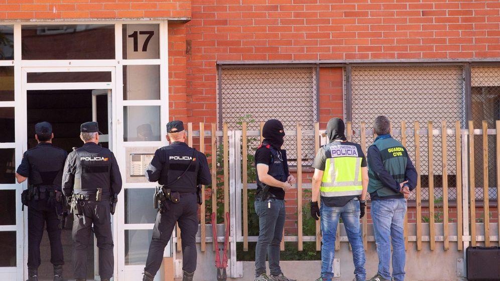 Foto: Cae una red de prostitución de transexuales en pisos de citas de Madrid y Barcelona. (Efe)