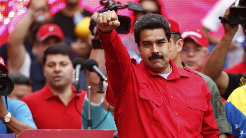 Nicolás Maduro gesticula ante simpatizantes ayer en Caracas (Reuters).