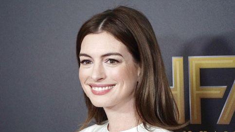 Hablemos del tinte de Anne Hathaway: ¿tres tonos de pelo distintos en tres meses?