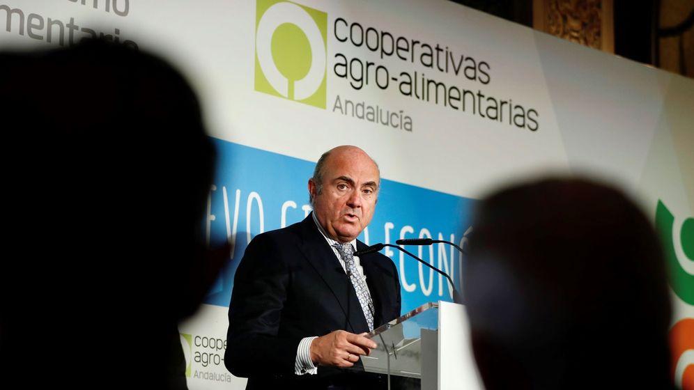 Foto: Luis de Guindos, en su intervención en Sevilla. (Efe)