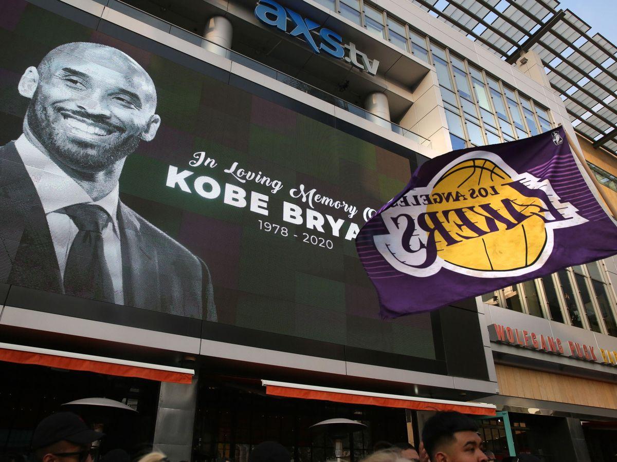 Foto: Homenajes a Kobe Bryant en el Staples Center de Los Angeles, California. (EFE)