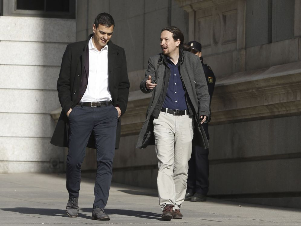 Foto: Pedro Sánchez y Pablo Iglesias, durante su última reunión ante las cámaras, el 30 de marzo de 2016 en el Congreso. (EFE)