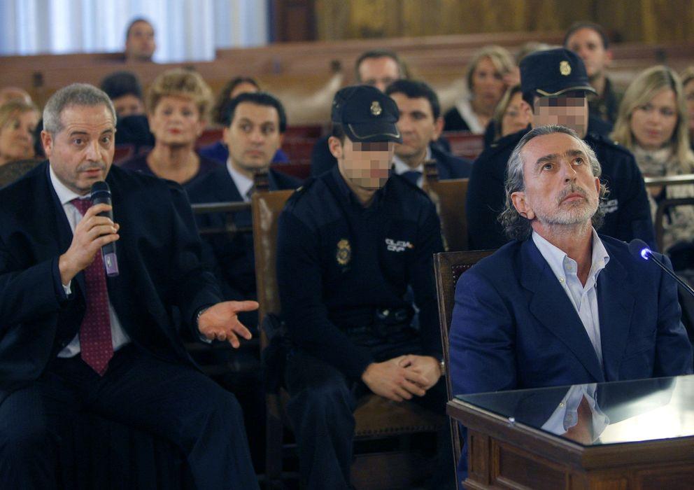 Foto: Francisco Correa junto a su abogado (Efe)