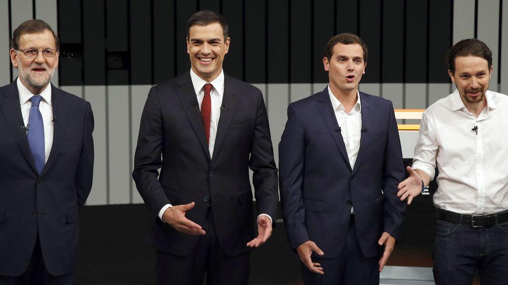 Foto: Mariano Rajoy, Pedro Sánchez y Albert Rivera durante el debate a cuatro del 13 de junio. (EFE)