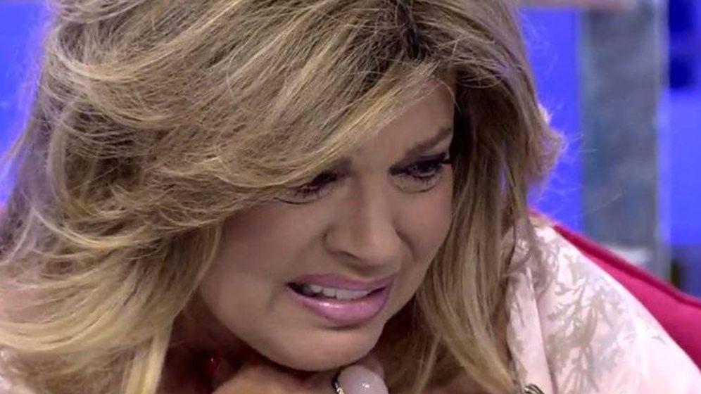 Foto: Terelu llora desconsoladamente tras curarse del cáncer.