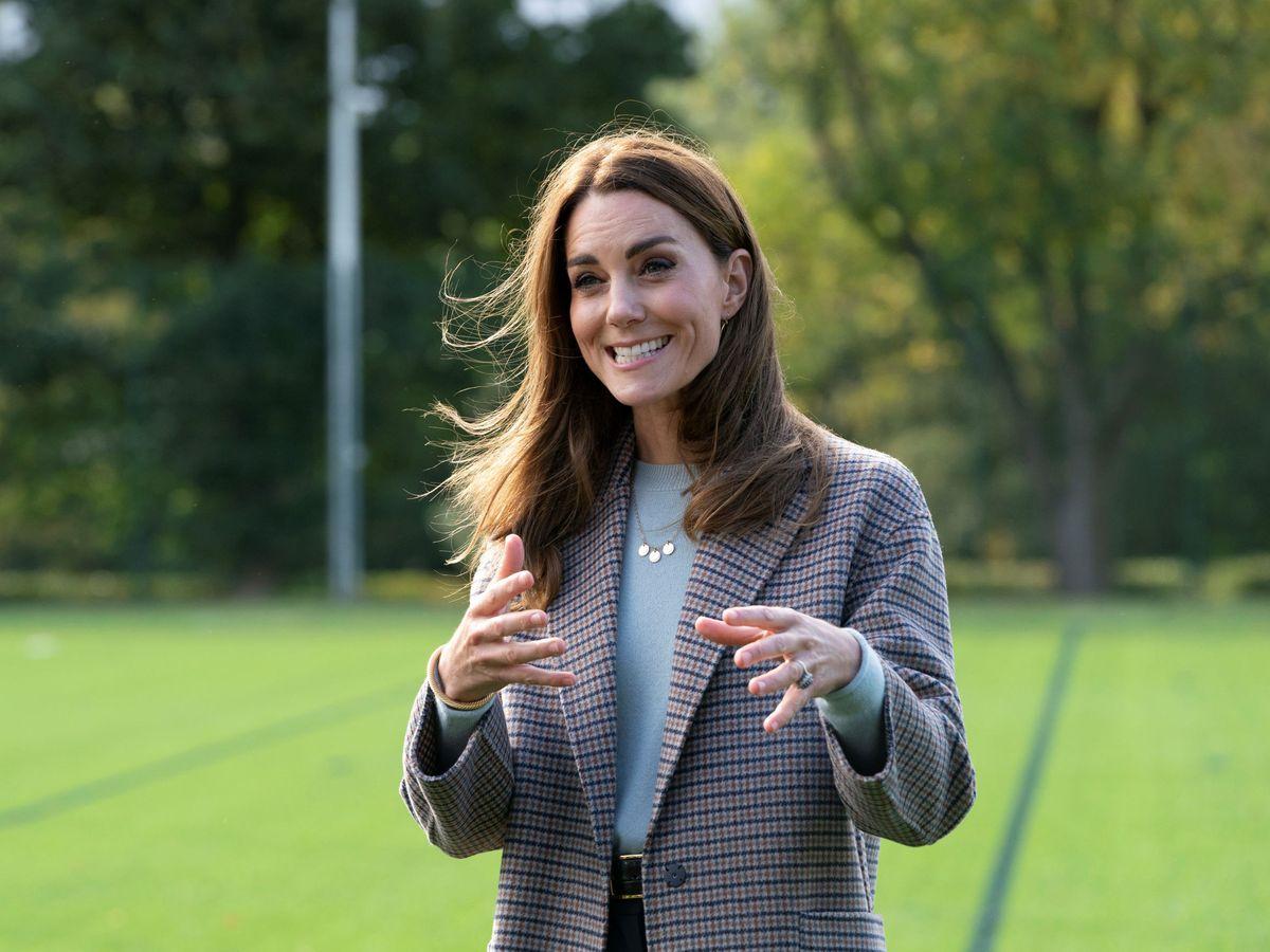 Foto: Kate Middleton y su abrigo de Massimo Dutti. (Reuters)
