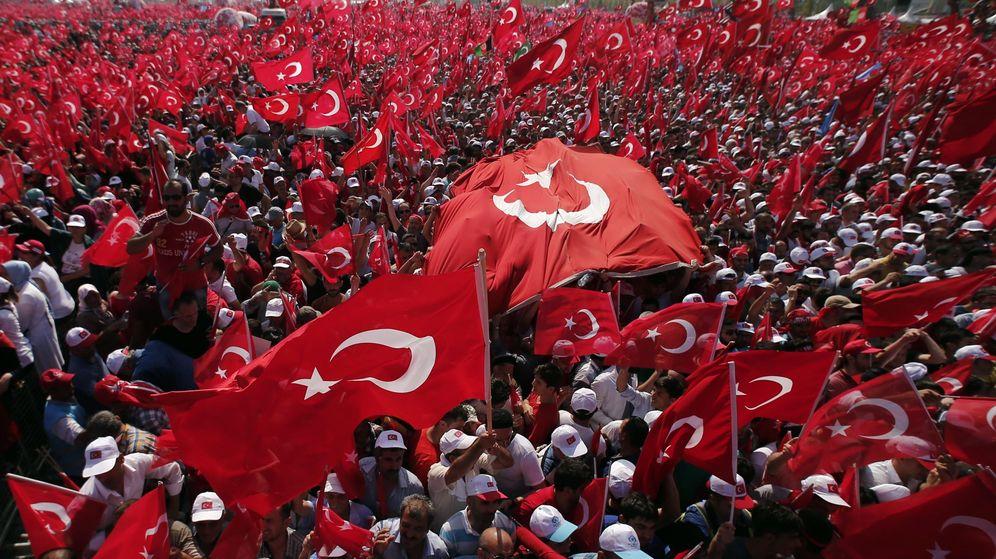 Foto: Momento de la protesta en Estambul. (EFE)