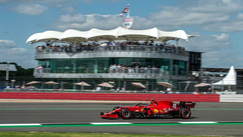 Carlos Sainz se complica la vida en el 'coitus interruptus' del GP de Gran Bretaña