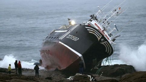 Muere un marinero a bordo de un pesquero en A Coruña tras chocar contra las rocas