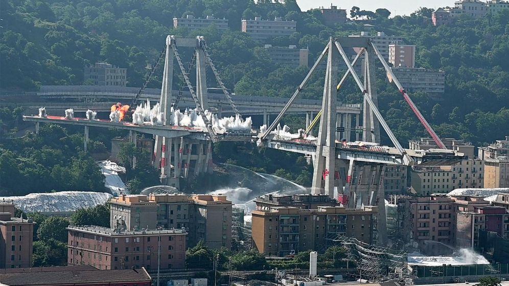 Foto: Demolición del Puente Morandi (Efe)