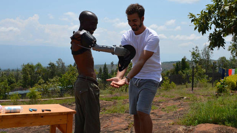 Guillermo, durante su estancia en Kenia. ('Ayúdame 3D')